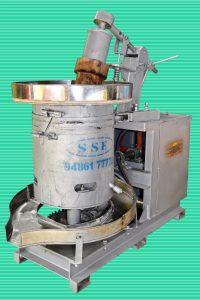 Wooden Chekku Oil Making Machine