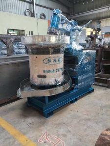 Wooden Chekku Oil Machine